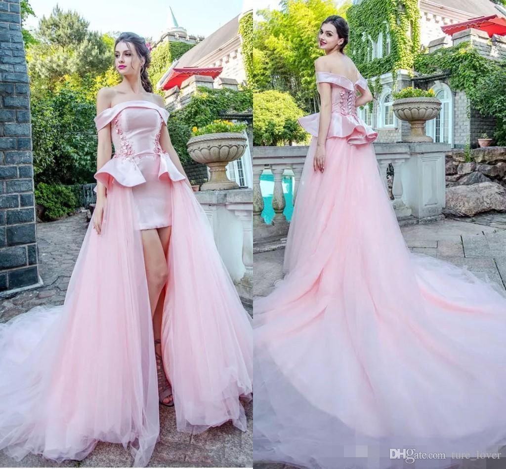 Rose clair robes de soirée Encolure manches courtes Tapis rouge Robes Retour à lacets balayage train Personnalisées fête officielle Robes Peplum