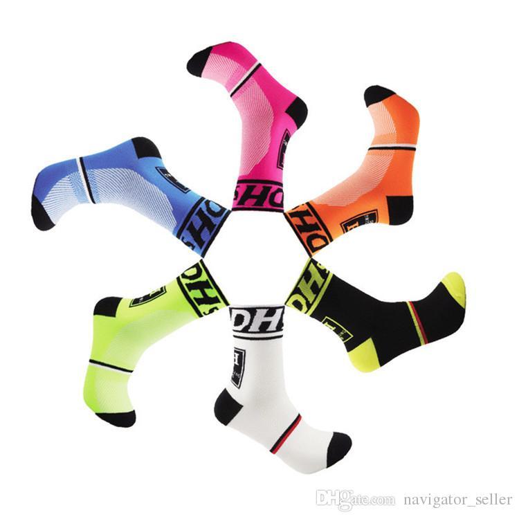 Di buona qualità Calzini medi professionali Mountain Bike Ciclismo Calzini sportivi esterni Proteggere i piedi Calzini da bicicletta traspirante da uomo i