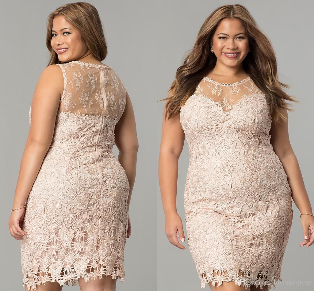 c355347b91f1 Vestido De Festa Plus Size Venda Online Elegante Blush Lace Curto Vestidos  De Cocktail Do Baile De Finalistas Plus Size 2018 Designer Barato Sheer  Neck Oco ...
