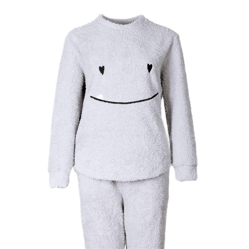 68ab74f08c41 Großhandel Frauen Winter Weiche Warme O Ansatz Lange Ärmel Lächeln Plüsch Pyjamas  Damen Stickerei Oberseiten Und Lange Hosen Zweiteilige Gesetzte ...