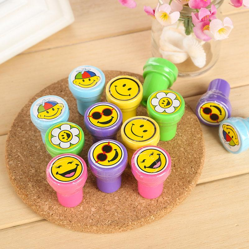 Kids Party Favors Event Supplies Cartoon Stampers Flower Emoji Smiles Stamps For Birthday Toys Christmas Gift Funny Wedding