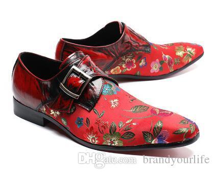 2018 Homens Bordados Floral Sapatos Estilo Vintage Fivela Mocassins De Casamento Oxfords Chinelos Men Dress Shoes Vermelho e Preto