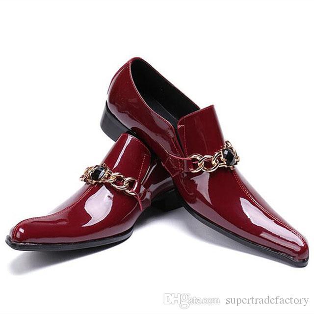 f4ed7ea2df Compre Estilo Estranho Toe Party Sapatos Masculinos Sapatos De Homens De  Cristal Preto Com Cadeia Sapato Masculino Vinho Tinto Patente De Couro Dos  Homens ...