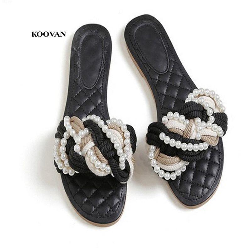 cc03e3ec052 Compre Koovan Zapatillas Para Mujer 2018 Nuevo Estilo Moda Con Zapatos  Perlados Planos Mujer Verano Con Sandalias De Moda De Playa Tejidas A   35.12 Del ...