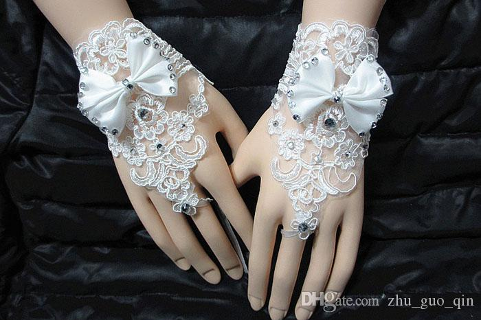 In Stock Fairy Lace Beading Wedding Accessories White Cheap Fingerless Bridal Gloves Short Wrist Wedding Glove