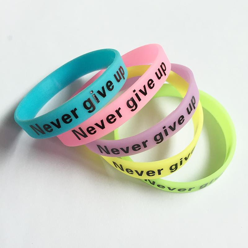 whole saleNew Fashion Silicone Rubber Bracelet Never Give Up Print Glow in the Dark Luminous Sport Wristband