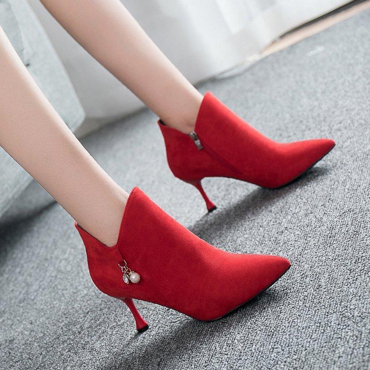 Compre Zapatos Mujer Boda Tacones Señoras Bombas 2018 Stilettos De Cristal  Fondos Rojos Mujeres Nupcial Diseñador Liangpian Alta Moda Invierno A   34.64 Del ... 5e19c7901c45