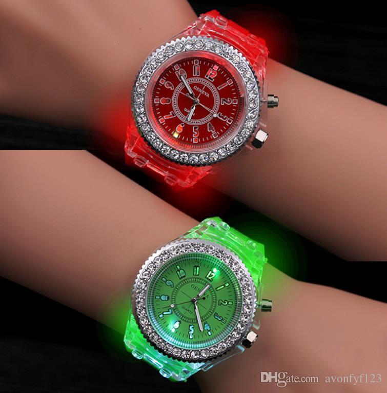 ca467f842 Compre 2018 Geneva LED Reloj Luminoso Unisex Diamond Rhinestone Night Light  Relojes De Pulsera Hombres Mujeres Reloj De Pulsera De Silicona Gleamy  Quartz ...