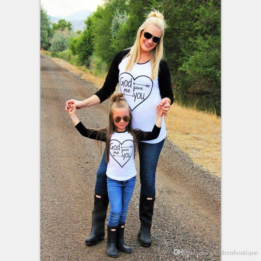 Mommy And Me T-shirt Family Matching Clothes Mother And Daughter Tops Family Look Kids Parent Children Patchwork Letter Heart Outfits