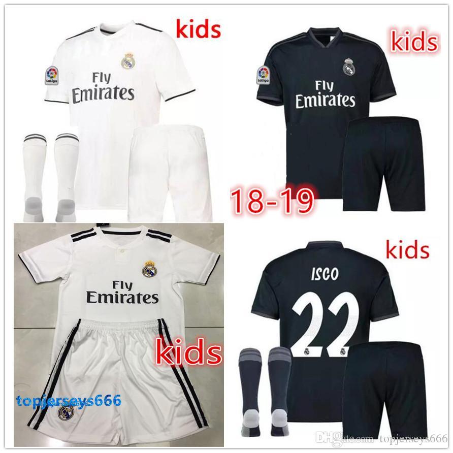 37a975a4a Großhandel 2019 Kids Kit Real Madrid Fußballtrikot 2018 19 Home Weiß  Auswärts Schwarz Jungen Fußballtrikots ISCO ASENSIO BALE KROOS Kinder  Fußballshirts Von ...