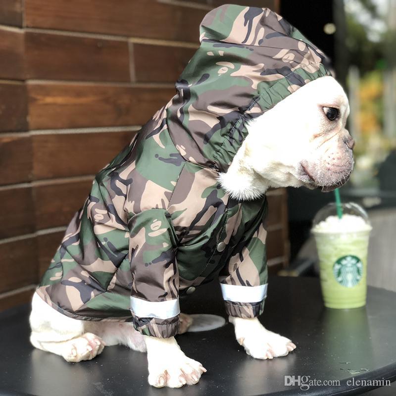 3fa9d35ff64bd Compre Mascotas Perros Impermeable Moda Ejército Verde Abrigo Peluche Ropa  De Cachorro De Camuflaje Chaqueta Impermeable A Prueba De Viento Para Perros  Gato ...