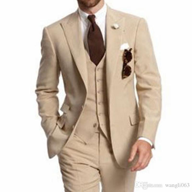 Beige Dreiteiliger Hochzeit Best Men Anzüge für Geschäfts Party- spitzen Revers mit zwei Knöpfen nach Maß Bräutigam-Smoking-Jacken-Hosen-Weste