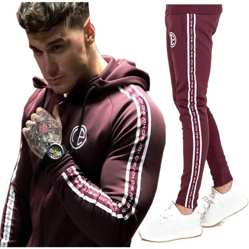 4862f6bbdeb6e Compre Gimnasios Hombres Conjuntos Moda Ropa Deportiva Chándales Conjuntos  Hombres Gimnasios Hoodies + Pantalones Casual Outwear Trajes Chandal Hombre  ...