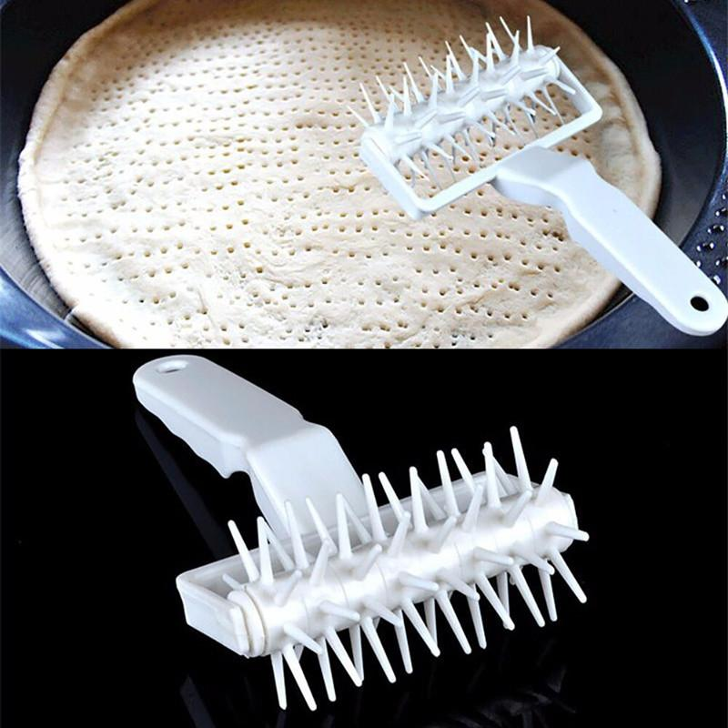 Plastic Pizza Pie Pastry Dough Docker Pizza Roller Dough Pitter Baking Tool 1pc