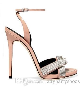 Neueste 2018 Crystal verschönert High Heel Sandaletten ausgeschnitten Knöchelriemen Sommer Kleid Schuhe Beige dünne Fersen Frau Party Schuhe