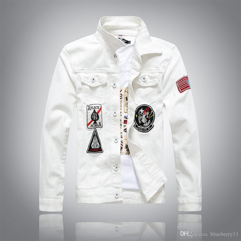 Compre Primavera Nuevos Hombres Chaqueta De Mezclilla Moda Blanca Jeans  Chaquetas Casual Streetwear Vintage Mens Jean Ropa M 4XL A  83.25 Del  Blueberry11 ... 4044633d2a7