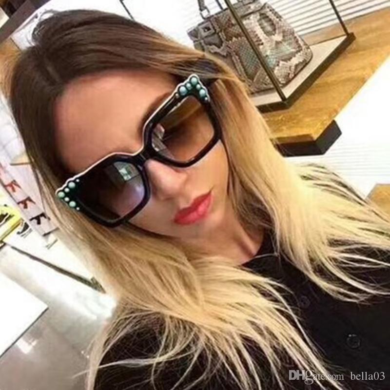 Compre 2018 Óculos De Sol Quadrados De Tamanho Grande Mulheres Marca  Designer Retro Vintage Two Tone Studded Lady 90s Sun Glasses Shades De  Bella03, ... 925a984326