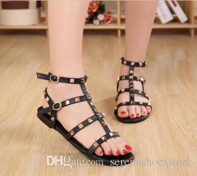 Kadın Flats Sandalet Perçinler Çiviler T-kayışı flats Açık Toe Spike Toka Askı Gladyatör Sandalet Yaz Sıcak
