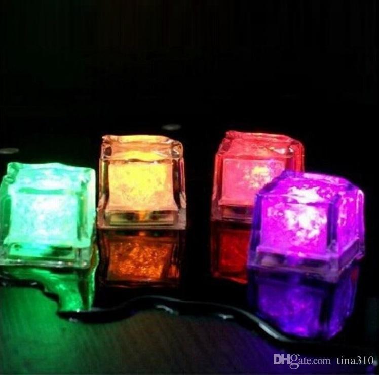 Blocco fluorescente LED lampeggiante blocco fluorescente colorato lampeggiante ghiaccio Flash indotto ghiaccio KTV bar prodotti di nozze T4H0216
