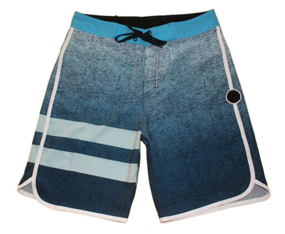 Acquista fantastici pantaloncini sportivi a righe elastane