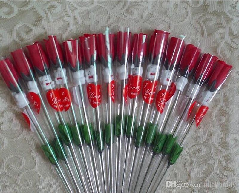Simulazione Rose Flower Single Red Roses Orso dei cartoni animati con un adesivo a forma di cuore regalo di giorno di San Valentino Madri regalo forniture di nozze
