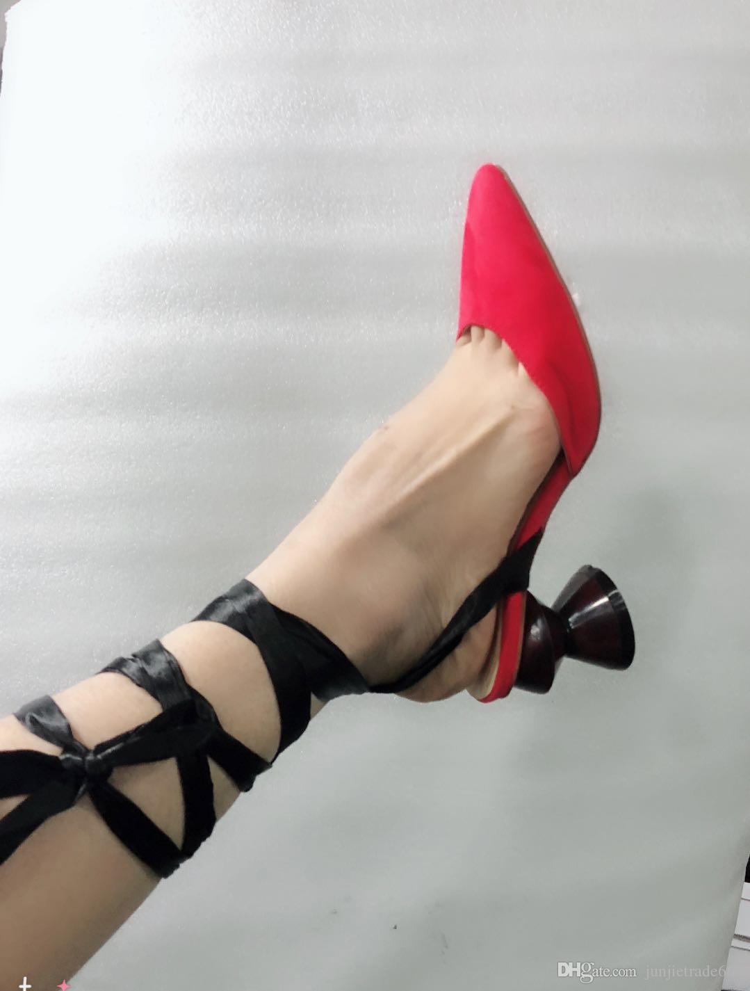 Nouvelle liste de défilés de spectacles en Europe et en Amérique bandage de fil vide en forme de croix avec des chaussures pointues en cuir véritable défilé sexy sandales spectacle