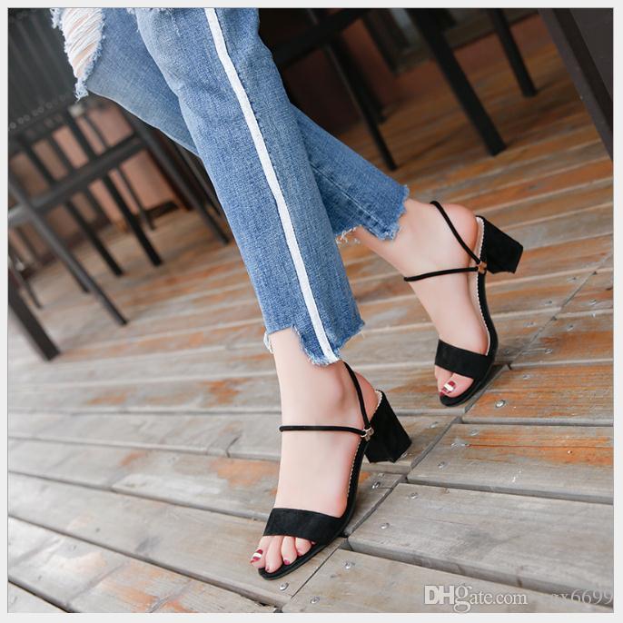 2018 Sommer neue Mode Sandalen weibliche High Heels wild rau mit Schuhen Europa und den Vereinigten Staaten mit hochhackigen Schuhen