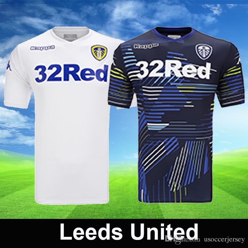 Compre Top Leeds United 2018 2019 Camisas De Futebol Em Casa Branco Longe  Da Marinha Camisa De Futebol Futebol T Camisas Tops Kit De Futebol De ... 112fccf939b71