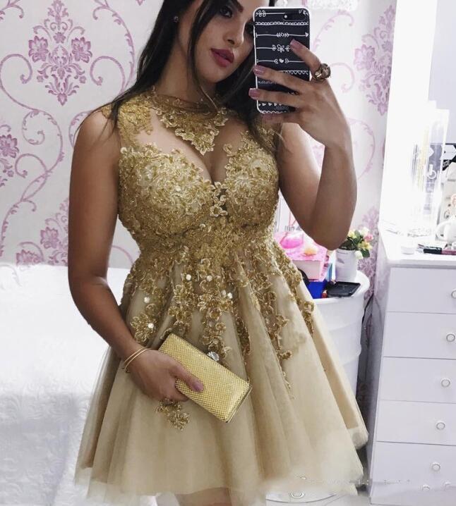 Cocktail Party Kleider Champagne Gold Lace Graduation Kleider 2018 Short Mini Länge Homecoming Kleider A Line Rundhalsausschnitt Perlen Mädchen Kleider