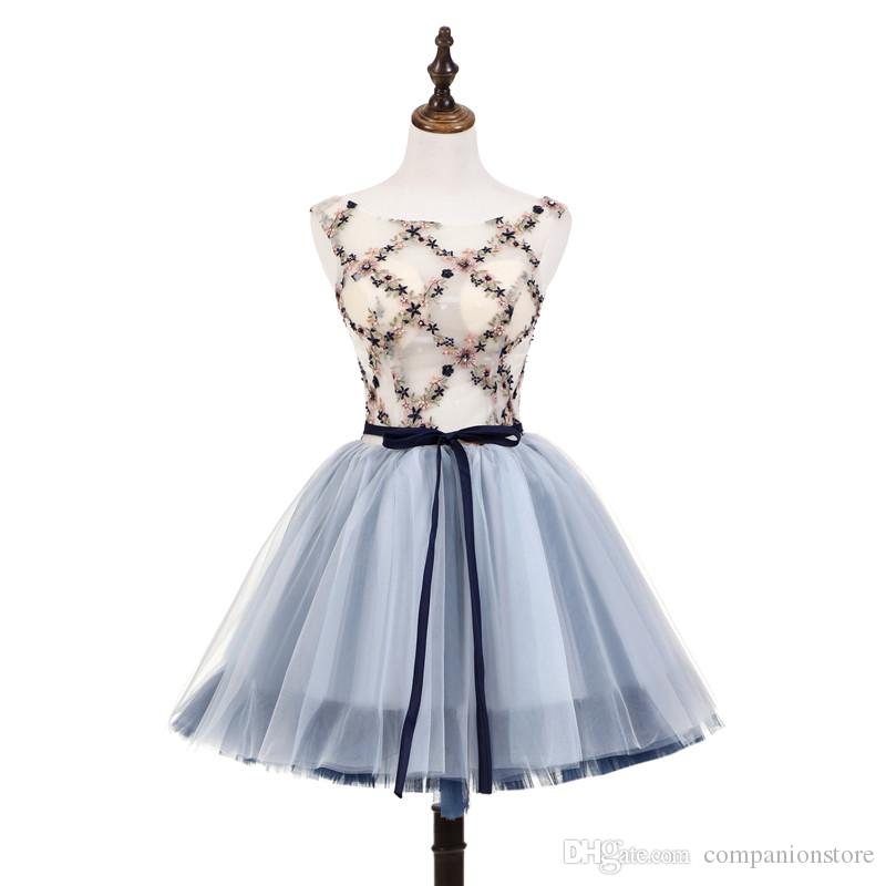 High Quality Light Blue Tulle And Lace Short Baridemaid Dress Scoop Neck Backless Lace Up Sleeveless With Embroidery Knee Length Prom Dress