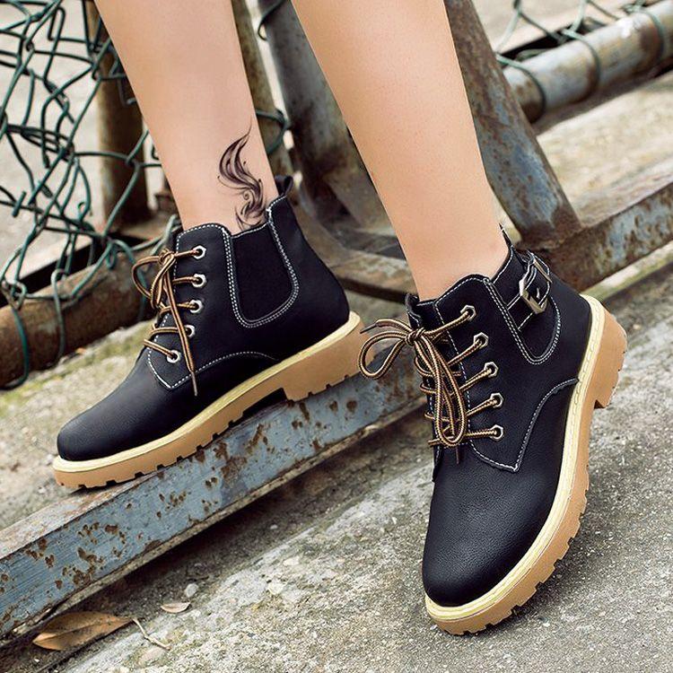 Großhandel Kurze Tube Martin Stiefel Weiblichen Leder Dicke Plattform  Koreanische Version Wild Kurz Hohe Schuhe Frauen Flache Studenten Einzigen  Stiefel ... b18d251141
