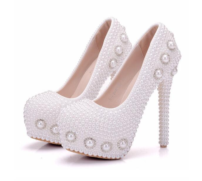 f68c0da3c Compre Moda Mulher Sapatos Branco Pérola Cristal FLOWER 14 Cm De Salto Alto  Sapatos De Salto Fino Impermeável Princesa Sapatos De Casamento Tamanho  Grande ...