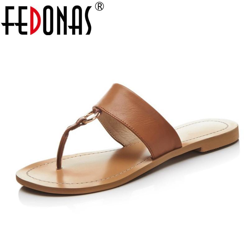 Acheter En Gros Bohème Femmes Sandales Plat Marque Qualité Sexy En Cuir  Véritable Chaussures Femme De Mode Dames D été Casual Chaussures Pantoufles  De ... 4a02cf9da095