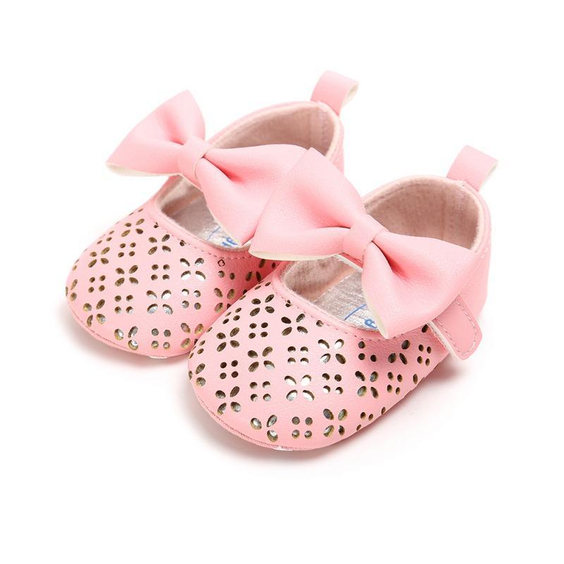 9df2a27add Compre Novo Bebê Da Criança Sapatos Infantil Flor Recém Nascidos Sola Macia  Kid Meninas Bebê Adorável Bow Crib Shoes Prewalker 0 18 Meses De Coolhi