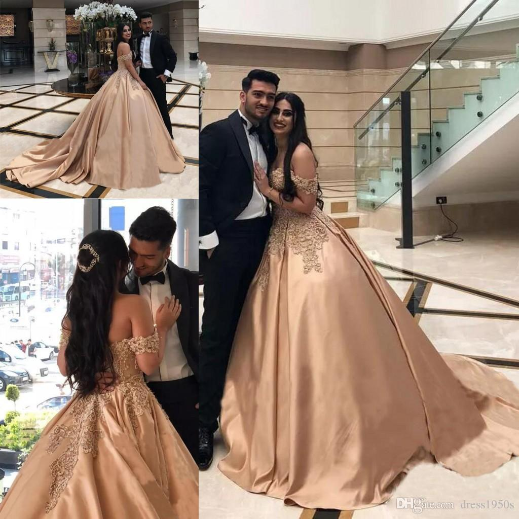 1617ca0e2d1 Sexy Gold Appliques Evening Dresses 2018 Sleeveless Formal Party Gowns Off  Shoulder Quinceanera Ball Gowns Beaded Court Train Prom Dresses L Long Lace  ...