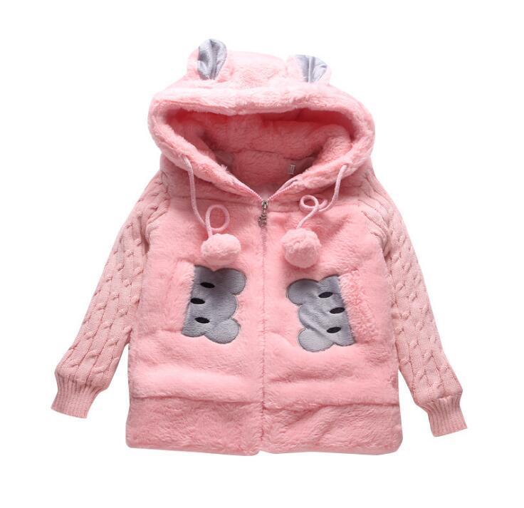 Abrigo de invierno de piel sintética de las muchachas Chaquetas de invierno de los niños lindos con los cabritos encapuchados Trajes de año nuevo para las prendas de vestir exteriores del oso del animal de bebé
