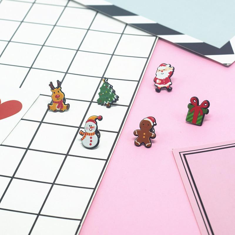 Weihnachten Animation.Mode Weihnachten Cartoon Animal Animation Brosche Weihnachtsmann Glocke Deer Bulldog Button Brosche Für Frauen Kind Geschenke Schmuck