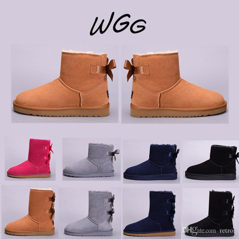 ad031535b Compre UGG Boots 2019 Invierno Australia Botas De Nieve Para Mujer Castaña  Café Negro Bule Gris Rojo WGG Media Rodilla Media Bailey Bowknot Botines De  Mujer ...