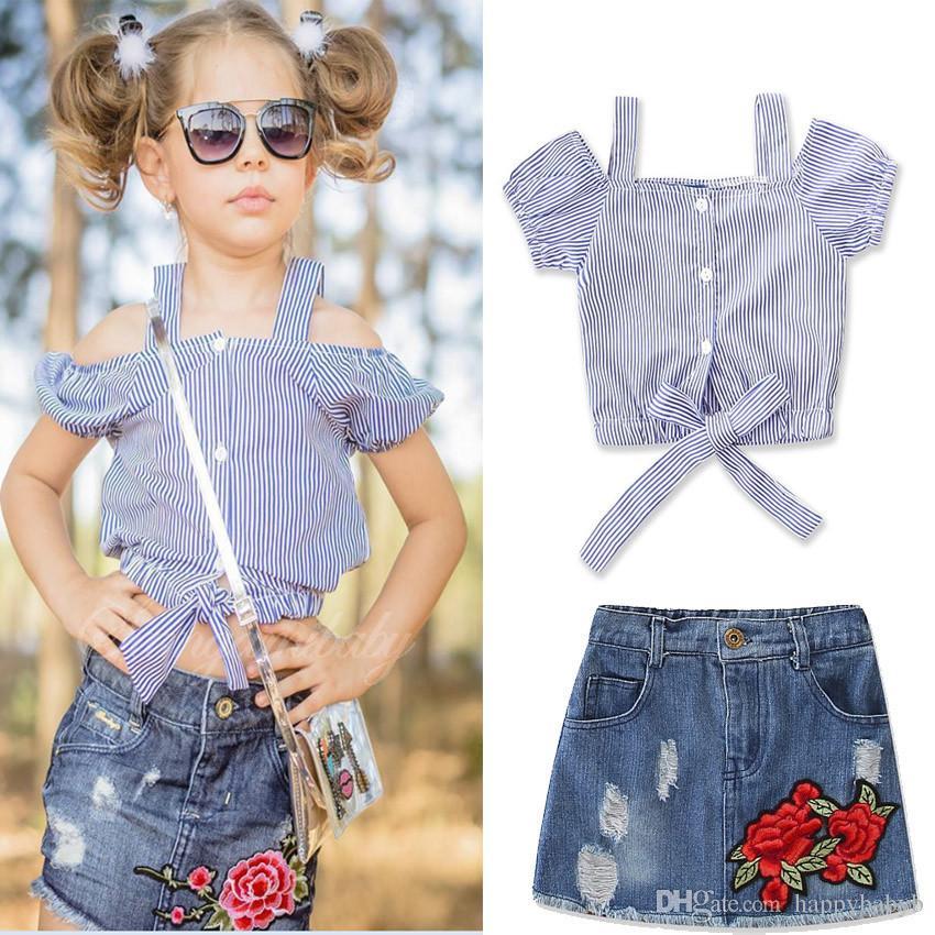 6fdcc58f1c9c0d1 Девочки одежда полосатый топы + джинсовая юбка шорты 2 шт. довольно цветочек  Детская одежда наборы 2018 летние дети девушка наряд набор