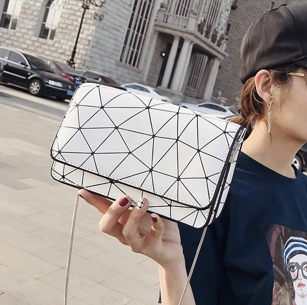 New women chain designer shoulder Crossbody messenger bags Diamond Lattice fashion small flaps lady casual evening purses black/white/silver