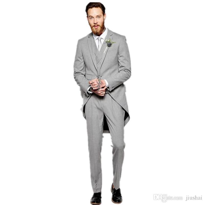 Acquista New Light Grey Groom Tuxedo Wedding Suit Da Uomo 3 Pezzi Giacca +  Pantaloni + Gilet + Cravatta Con Risvolto Con Risvolto Personalizzato Su  Misura ... ee718b0c406