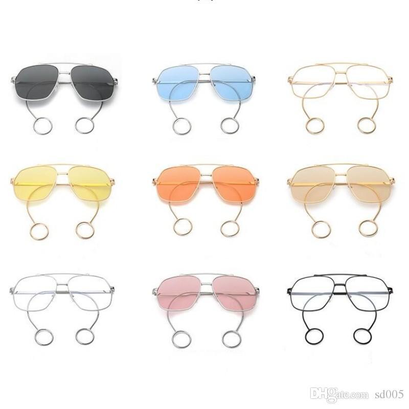 a3d3890d3 Compre Moda Simples Óculos De Vidro Com Brincos De Metal Quadro Óculos De  Sol Para Homens E Mulheres Óculos De Sol De Viagem Ao Ar Livre  Personalidade 12fy ...