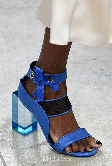 2018 New summer crystal square root toe leather shoes strap fight color T table catwalk high-heeled women sandals