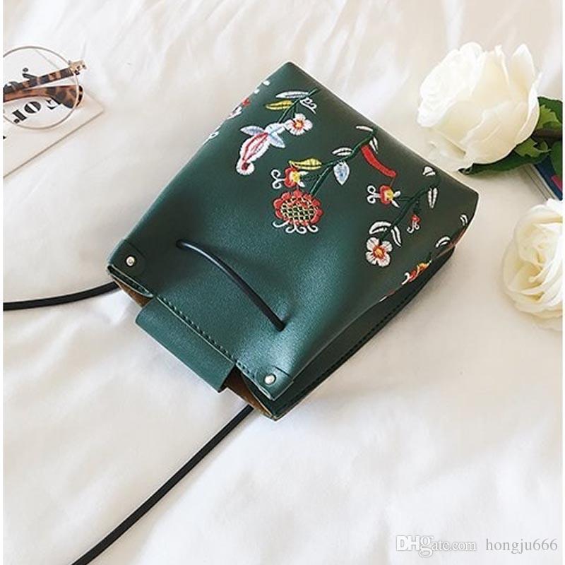 f7069596a47 Women men Bag Fashion Ladies Clutch Floral Pattern Chain Shoulder Crossbody  Messenger Bags for women Clutch hand bag Leather handbags Wallet