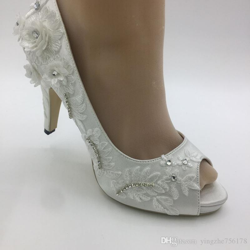 b80c70255 Sapatos Da Moda Mulher Marfim Sapatos De Cetim De Casamento Rendas Flor De  Salto Alto Jantar Vestido De Festa Acessórios Peep Toe Tamanho UE 35 41  HEEL 9.5 ...