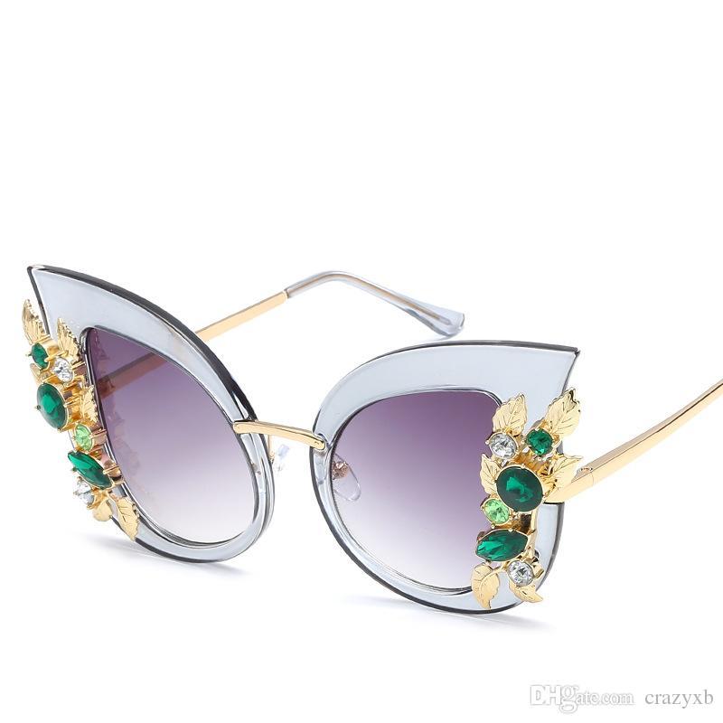 Compre Diamante Óculos De Sol Das Mulheres Designer De Marca Olho De Gato  Óculos De Sol Do Vintage Retro Transparente Quadro UV400 Feminino Oculos De  Sol De ... 2d2b4910c6