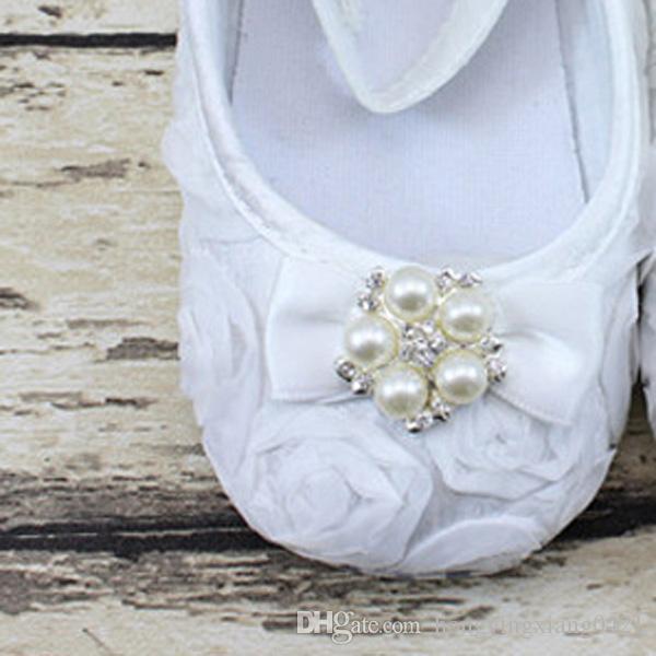 ديي الساخن بيع اللؤلؤ حجر الراين لؤلؤة قدم الطفل حذاء طفل صور زهرة القوس طفل القدم الحلي الرضع التعميد أحذية عشوائية اللون