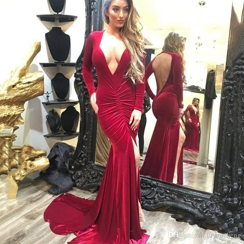 Sexy V profundo escote redondo sin espalda Split sirena vestidos de noche Red Velvet manga larga trompeta vestidos de baile Glamorous pliegue noche vestido de fiesta
