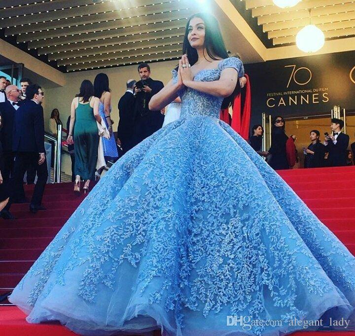 Michael Cinco 2018 Pizzo Ricamo Celebrity Red Carpet Abiti Blu Cielo Off spalla Puffy Gonna Ball Gown Prom Dress Dubai Stile arabo