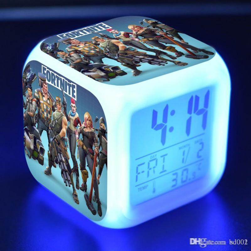 f0d3e6cce5a Compre Moda Fortnite Relógios De Mesa Digital Praça Led Luz Despertador  Luminosa Mudança De Cor Home Decor Suprimentos Venda Quente 13 Ml Bb De  Bd001
